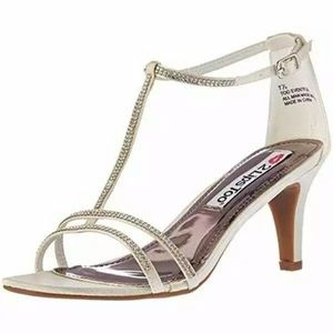 2 Lips Too 6.5 Too Eventful Satin Sandal Heel